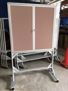 customized felt & whiteboard on mobile stand with lock 1