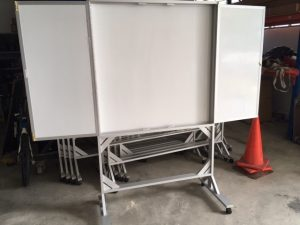 customized felt & whiteboard on mobile stand with lock 2